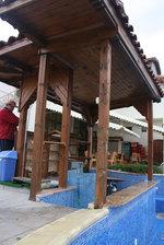 дървен бар около басейн по поръчка
